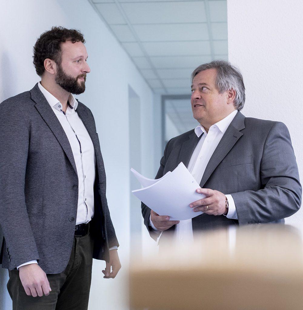 Herr Birkenhagen und Herr Nothen im Gespräch